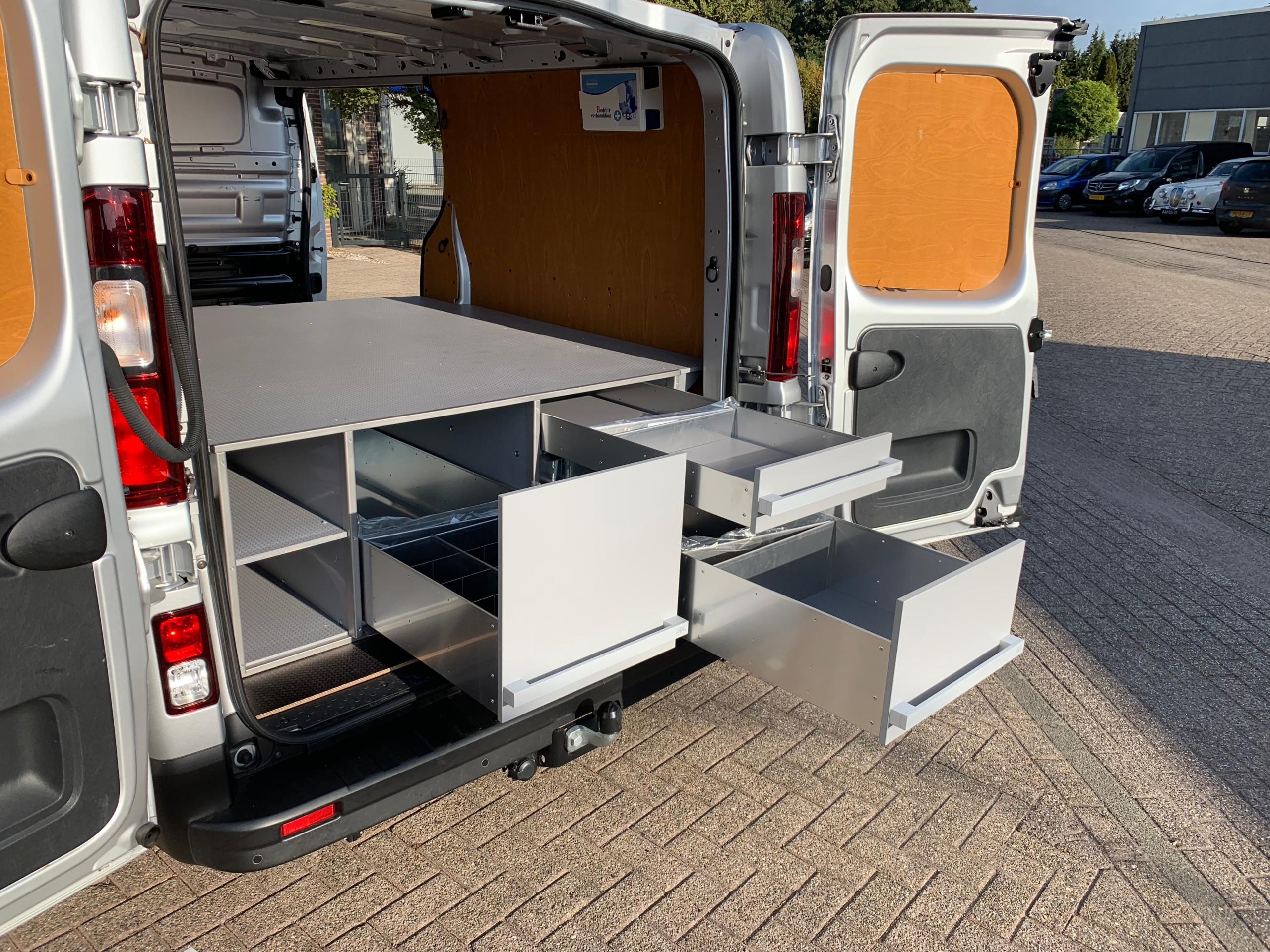 Double plancher véhicule utilitaire